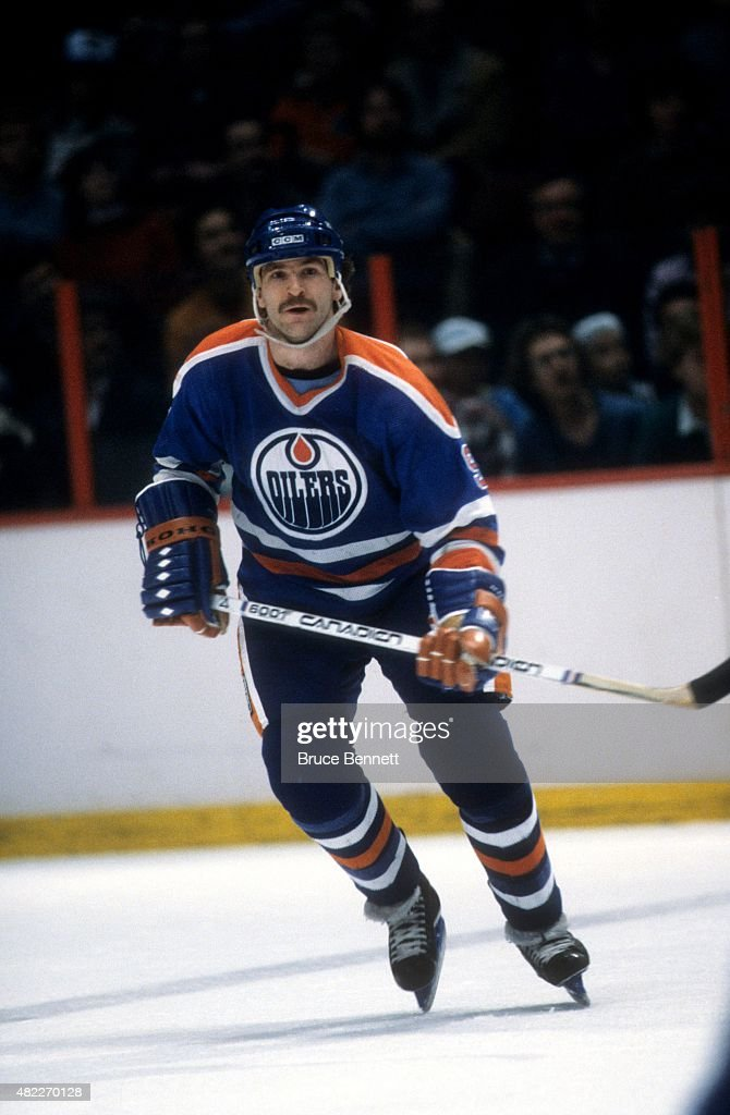 Glenn Anderson of the Edmonton Oilers skates on the ice during an NHL game against the Philadelphia Flyers on January 14 1982 at the Spectrum in...