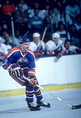 Glenn Anderson of the Edmonton Oilers skates with the puck during an NHL game against the New York Islanders on March 26 1985 at the Nassau Coliseum...