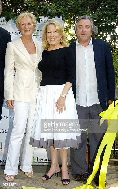 Glenn Close Bette Midler and Robert De Niro attend the New York Restoration Project's 4th Annual Spring Picnic at Thomas Jefferson Park in East...