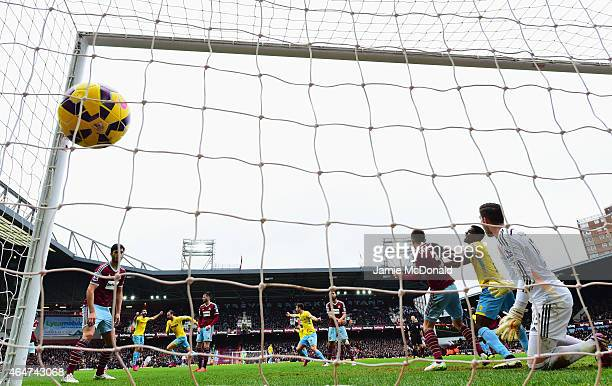 Glenn Murray of Crystal Palace celebrates as he scores their first goal with a header during the Barclays Premier League match between West Ham...