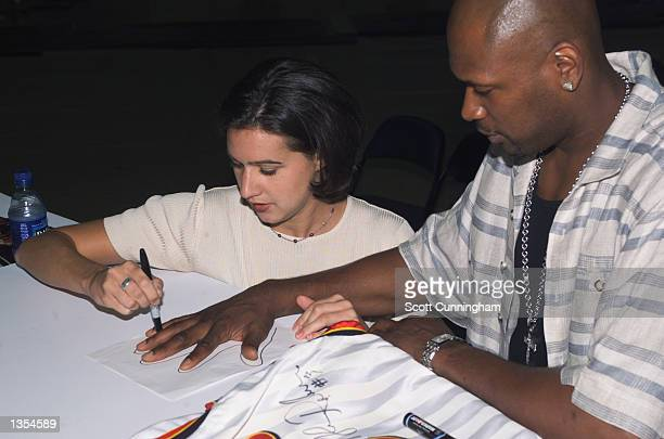 Glenn Robinson of the Atlanta Hawks signs autographs for fans on August 12 2002 at Philips Arena in Atlanta Georgia NOTICE TO USER User expressly...