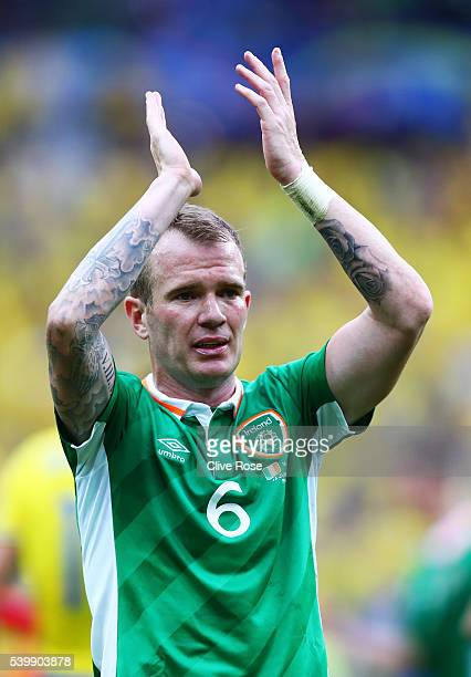 Glenn Whelan applauds the supporters after the UEFA EURO 2016 Group E match between Republic of Ireland and Sweden at Stade de France on June 13 2016...