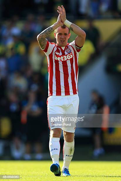Glenn Whelan of Stoke City applauds after the 11 draw in the Barclays Premier League match between Norwich City and Stoke City at Carrow Road on...