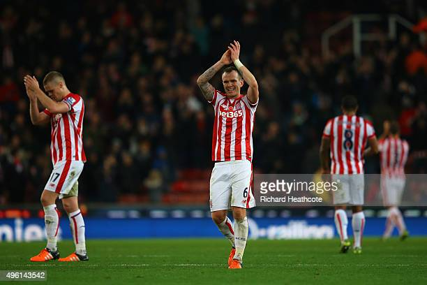 Glenn Whelan of Stoke City applauds supporters after his team's 10 win in the Barclays Premier League match between Stoke City and Chelsea at...