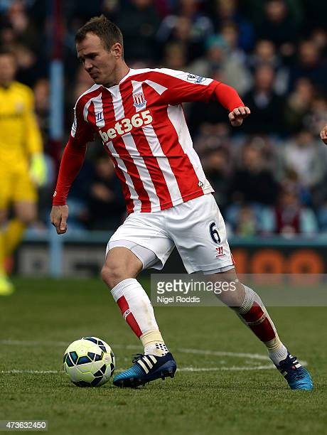 Glenn Whelan of Stoke City during the Barclays Premier League match between Burnley and Stoke City at Turf Moor on May 16 2015 in Burnley England