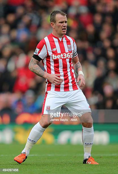 Glenn Whelan of Stoke City during the Barclays Premier League match between Stoke City and Watford at Britannia Stadium on October 24 2015 in Stoke...