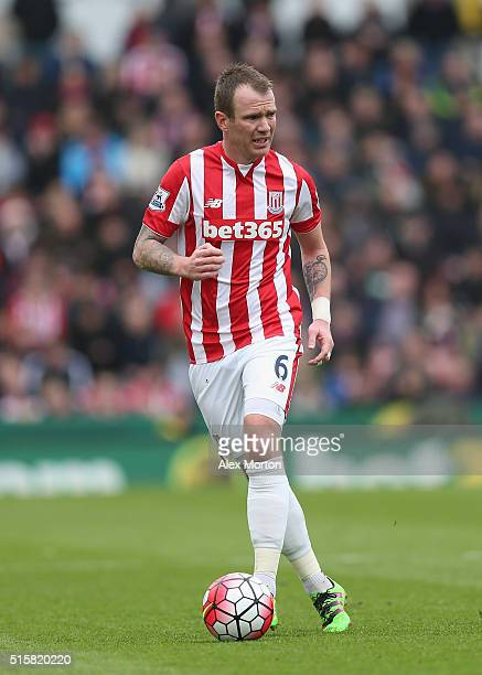 Glenn Whelan of Stoke City during the Barclays Premier League match between Stoke City and Southampton at Britannia Stadium on March 12 2016 in Stoke...