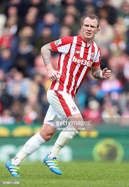 Glenn Whelan of Stoke City during the Barclays Premier League match between Stoke City and Sunderland at Britannia Stadium on April 30 2016 in Stoke...