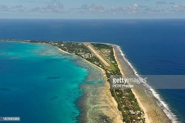 Islands Tuvalu Soon Sunken Le réchauffement climatique entraîne la montée des océans Les îles Tuvalu seront le premier Etat englouti Ici l'unique...