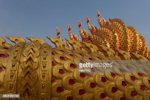 Gloden dragon sculpture : Stock Photo