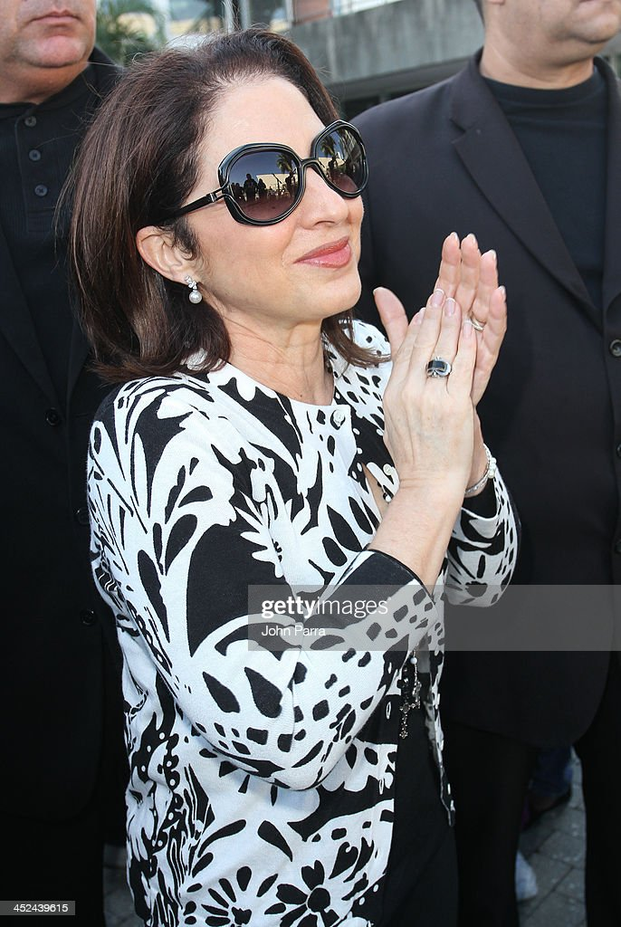 <a gi-track='captionPersonalityLinkClicked' href=/galleries/search?phrase=Gloria+Estefan&family=editorial&specificpeople=201703 ng-click='$event.stopPropagation()'>Gloria Estefan</a> participate in Gloria & Emilio Estefan Host 6th Annual Thanksgiving Day 'Feed A Friend' Event at Bongos Cuban Cafe at Bongos on November 28, 2013 in Miami, Florida.