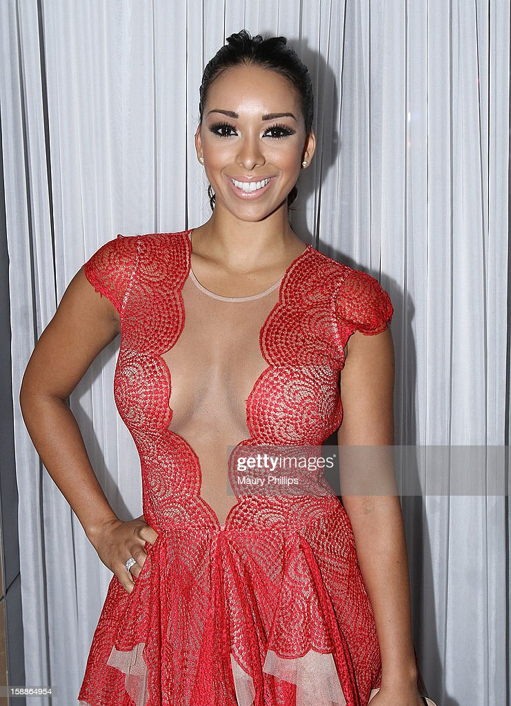 <a gi-track='captionPersonalityLinkClicked' href=/galleries/search?phrase=Gloria+Govan&family=editorial&specificpeople=7070564 ng-click='$event.stopPropagation()'>Gloria Govan</a> attends a private dinner for Kevin Hart on December 31, 2012 in Los Angeles, California.