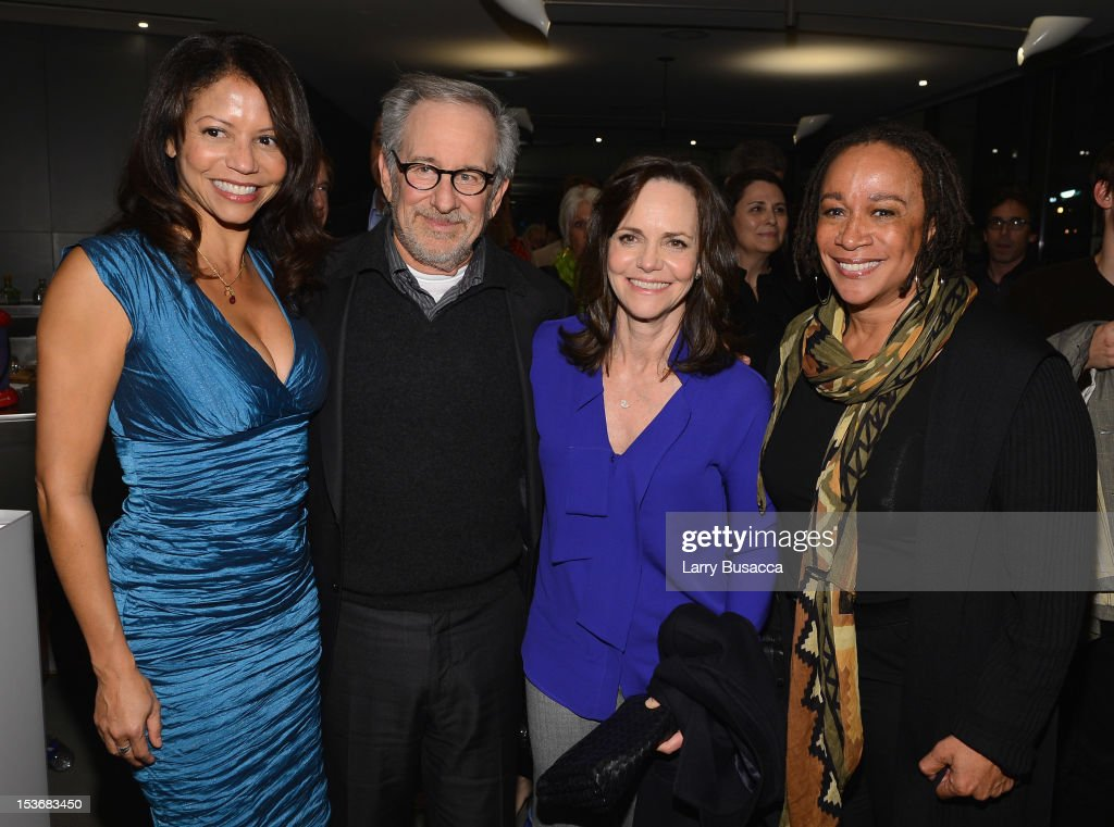 <a gi-track='captionPersonalityLinkClicked' href=/galleries/search?phrase=Gloria+Reuben&family=editorial&specificpeople=213253 ng-click='$event.stopPropagation()'>Gloria Reuben</a>, Director <a gi-track='captionPersonalityLinkClicked' href=/galleries/search?phrase=Steven+Spielberg&family=editorial&specificpeople=202022 ng-click='$event.stopPropagation()'>Steven Spielberg</a>, <a gi-track='captionPersonalityLinkClicked' href=/galleries/search?phrase=Sally+Field&family=editorial&specificpeople=206350 ng-click='$event.stopPropagation()'>Sally Field</a> and <a gi-track='captionPersonalityLinkClicked' href=/galleries/search?phrase=S.+Epatha+Merkerson&family=editorial&specificpeople=213893 ng-click='$event.stopPropagation()'>S. Epatha Merkerson</a> attend NYFF 50th Anniversary surprise screening of Lincoln at Alice Tully Hall on October 8, 2012 in New York City.