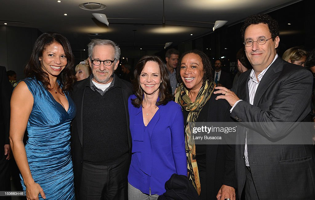 <a gi-track='captionPersonalityLinkClicked' href=/galleries/search?phrase=Gloria+Reuben&family=editorial&specificpeople=213253 ng-click='$event.stopPropagation()'>Gloria Reuben</a>, Director <a gi-track='captionPersonalityLinkClicked' href=/galleries/search?phrase=Steven+Spielberg&family=editorial&specificpeople=202022 ng-click='$event.stopPropagation()'>Steven Spielberg</a>, <a gi-track='captionPersonalityLinkClicked' href=/galleries/search?phrase=Sally+Field&family=editorial&specificpeople=206350 ng-click='$event.stopPropagation()'>Sally Field</a>, <a gi-track='captionPersonalityLinkClicked' href=/galleries/search?phrase=S.+Epatha+Merkerson&family=editorial&specificpeople=213893 ng-click='$event.stopPropagation()'>S. Epatha Merkerson</a> and <a gi-track='captionPersonalityLinkClicked' href=/galleries/search?phrase=Tony+Kushner&family=editorial&specificpeople=209161 ng-click='$event.stopPropagation()'>Tony Kushner</a> attend NYFF 50th Anniversary surprise screening of Lincoln at Alice Tully Hall on October 8, 2012 in New York City.
