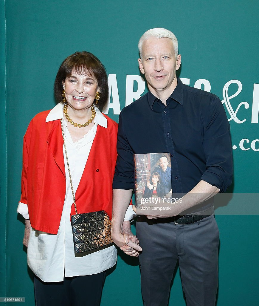 Nyc apartment cooper and vanderbilt at carter s funeral service above - Gloria Vanderbilt And Anderson Cooper In Conversation At Barnes Noble Union Square On April 7 2016