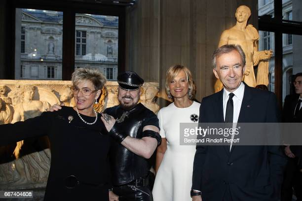 Gloria von Thurn und Taxis Peter Marino Helene Mercier Arnault and Bernard Arnault attend the 'LVxKOONS' exhibition at Musee du Louvre on April 11...