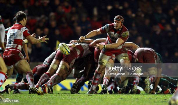 Gloucester Rugby's Ben Morgan passes to Jimmy Cowans during the Aviva Premiership match at Welford Road Leicester