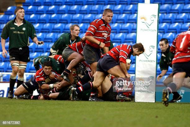 Gloucester's Andy Gomarsall runs in his try under the posts against London Irish
