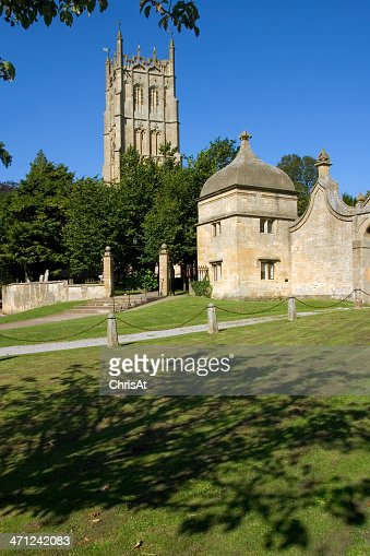 UK, Gloucestershire, Cotswolds, Chipping Campden church and gatehouse