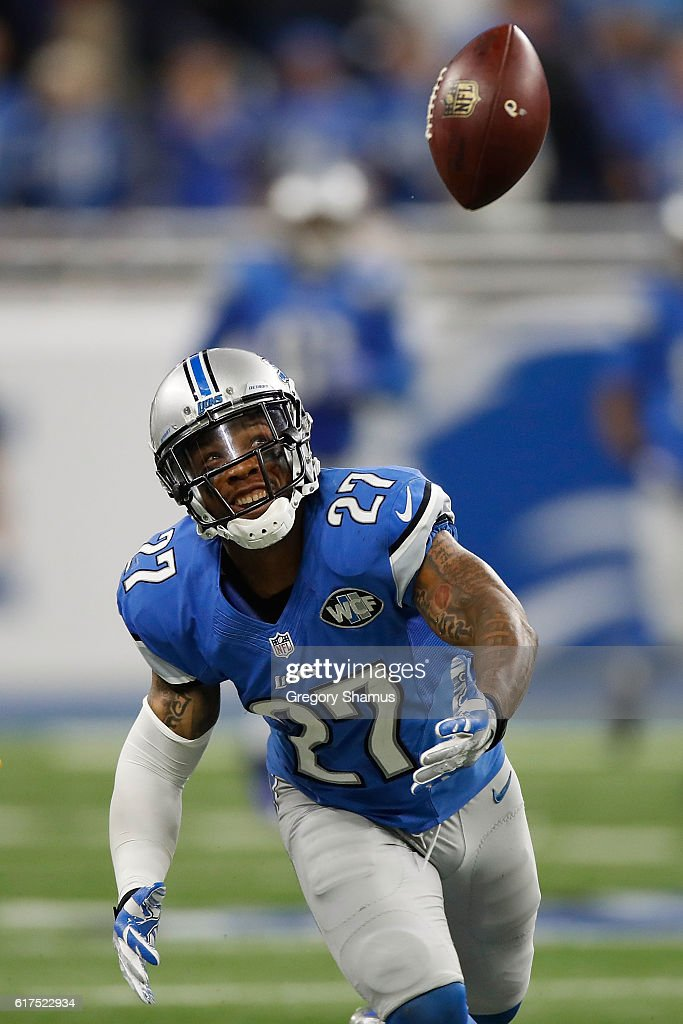 Glover Quin #27 of the Detroit Lions keeps his eyes on the ball as he breaks up a pass intended for the Washington Redskins at Ford Field on October 23, 2016 in Detroit, Michigan. The Lions defeated the Redskins 10-17.