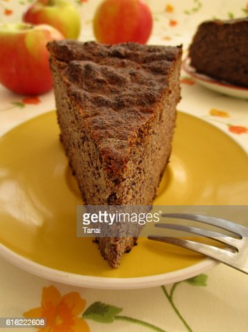 Gluten free apple cake with poppy seeds on yellow plate : Stock-Foto