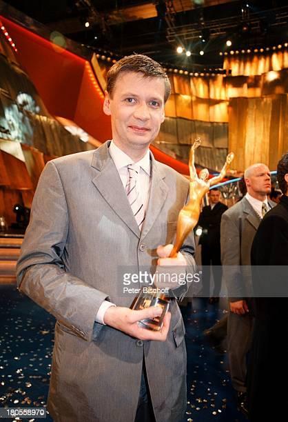 Günther Jauch ARDLivesendung 'DieErsten' BavariaFilmgelände MünchenDeutschland Sportler Sport Statue'Victoria' Auszeichnung