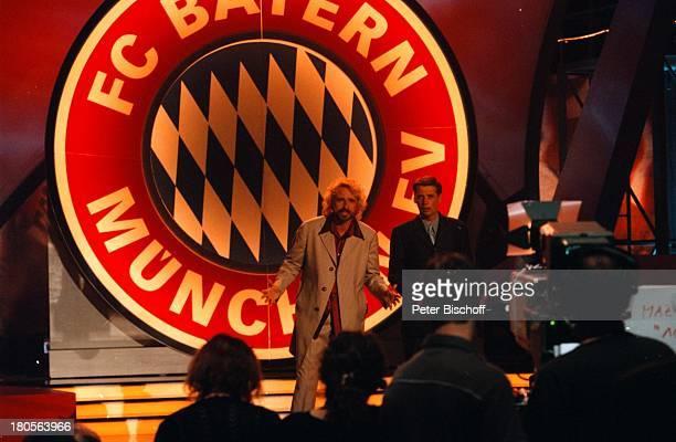 Günther Jauch Thomas Gottschalk ZDFShow'100 Jahre Bayern' München OlympiahalleBühne Moderation Moderator ModeratorenKamera Kameramann Zuschauer