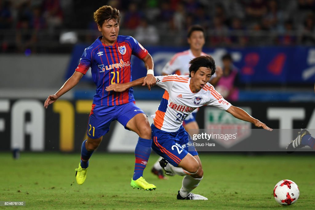 Go Hayama (R) of Albirex Niigata and Yu In Soo of FC Tokyo compete for the ball during the J.League J1 match between FC Tokyo and Albirex Niigata at Ajinomoto Stadium on July 30, 2017 in Chofu, Tokyo, Japan.