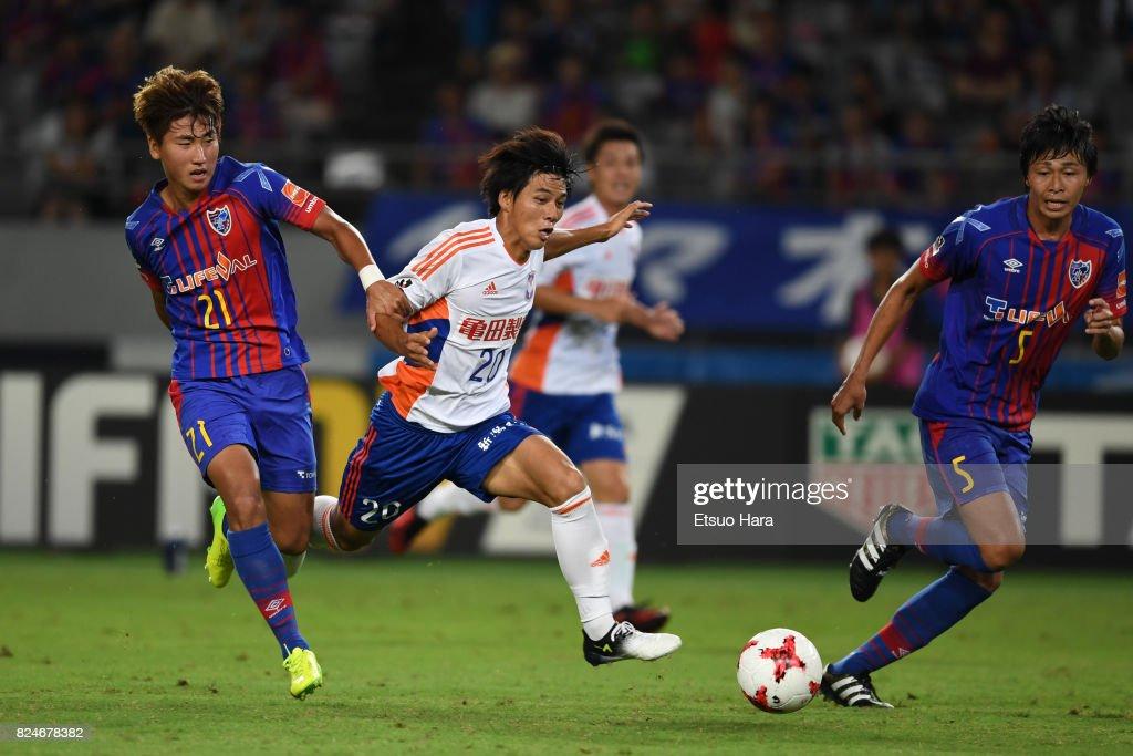 Go Hayama (C) of Albirex Niigata and Yu In Soo #21 of FC Tokyo compete for the ball during the J.League J1 match between FC Tokyo and Albirex Niigata at Ajinomoto Stadium on July 30, 2017 in Chofu, Tokyo, Japan.