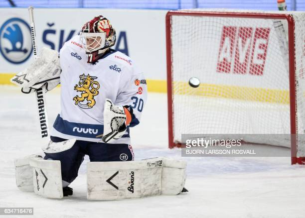 TOPSHOT Goal keeper Juha Metsola of Finland in action during the Finland vs the Czech Republic ice hockey match in the Sweden Hockey Games in the...