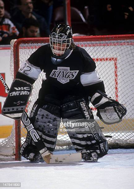 Goalie Kelly Hrudey of the Los Angeles Kings defends the net during an NHL game against the Philadelphia Flyers circa 1994 at the Spectrum in...
