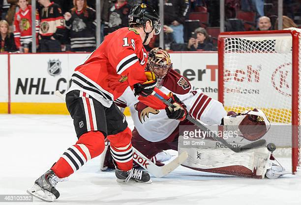 Goalie Mike Smith of the Arizona Coyotes blocks the shot of Jonathan Toews of the Chicago Blackhawks during the shootout of the NHL game at the...