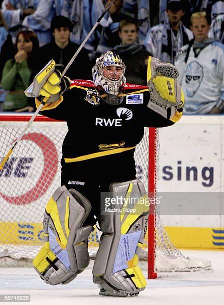 robert mueller playing hockey