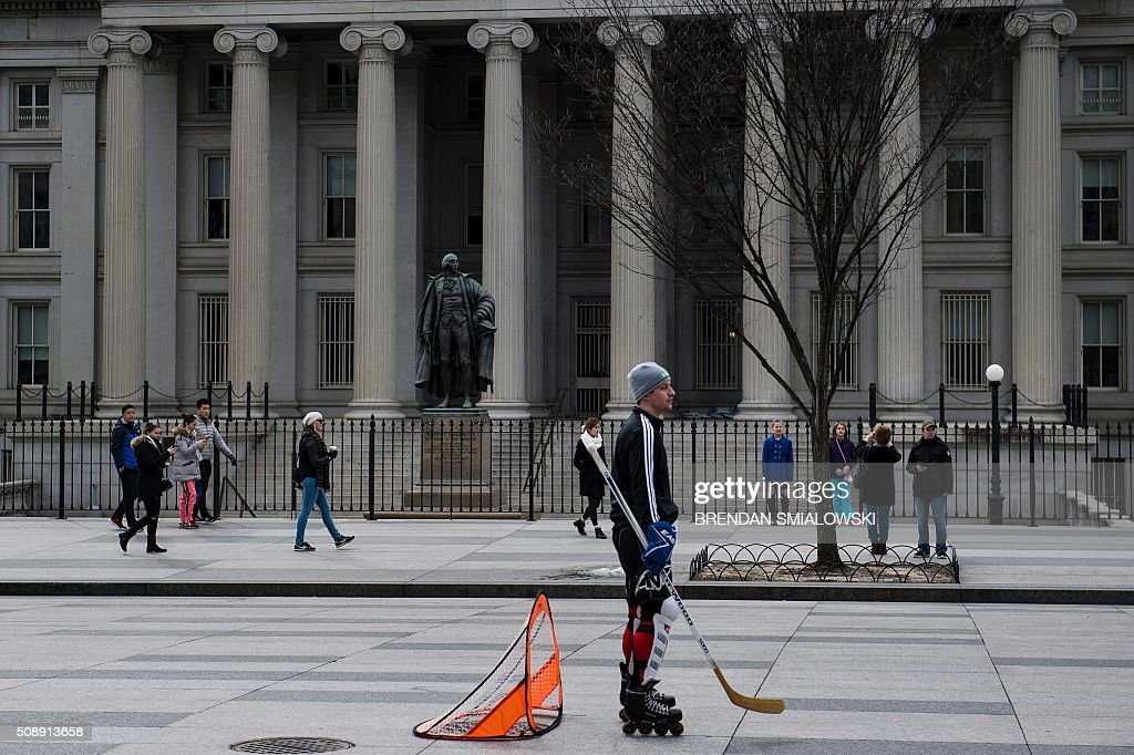 A goalie waits while playing street hockey on Pennsylvania Avenue in front of the US Treasury building February 7, 2016 in Washington, DC. / AFP / Brendan Smialowski