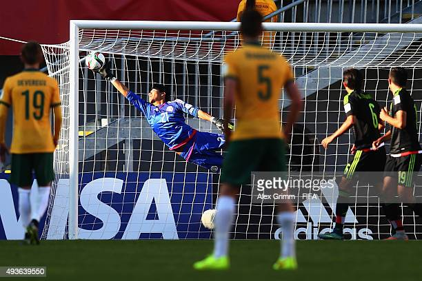 Goalkeeper Abraham Romero of Mexico makes a save during the FIFA U17 World Cup Chile 2015 Group C match between Australia and Mexico at Estadio...