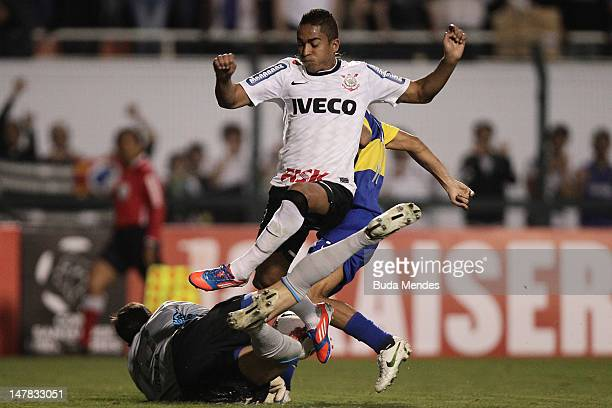 Goalkeeper Agustin Orion of Boca Juniors fights for the ball with Jorge Henrique of Corinthians during the second leg of the final of the Copa...