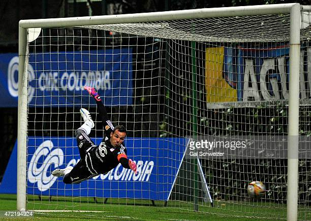 Goalkeeper Alexis Viera of America de Cali fails to stop a goal scored by Luis Payares of Atletico Bucaramanga during a match between America de Cali...