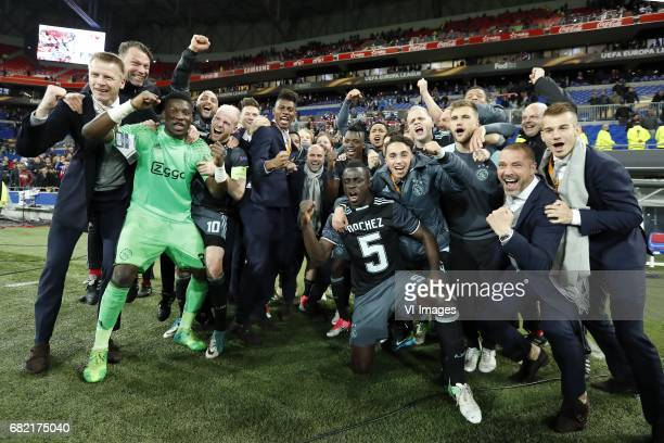 goalkeeper Andre Onana of Ajax Davy Klaassen of Ajax Mateo Cassierra of Ajax Justin Kluivert of Ajax Kasper Dolberg of Ajax coach Peter Bosz of Ajax...