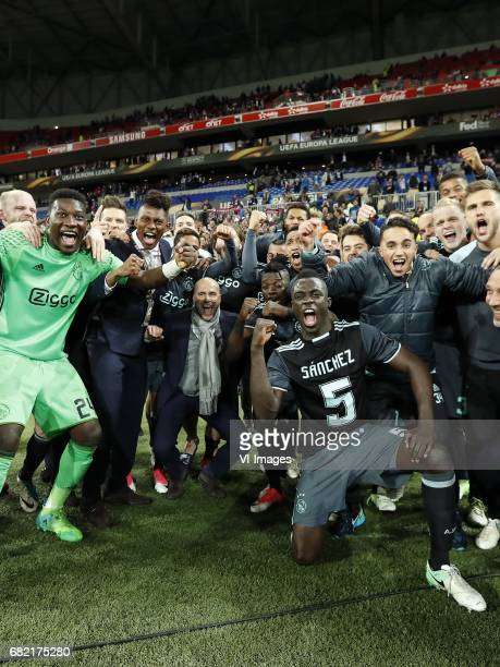 goalkeeper Andre Onana of Ajax Davy Klaassen of Ajax Mateo Cassierra of Ajax Justin Kluivert of Ajax coach Peter Bosz of Ajax Lasse Schone of Ajax...