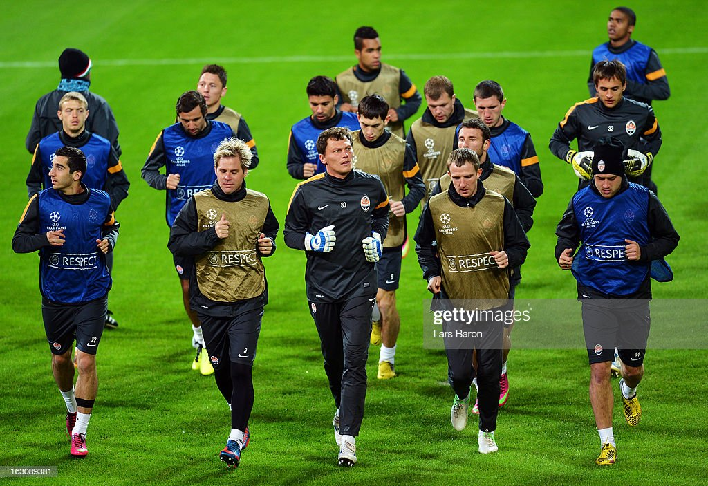 Goalkeeper Andriy Pyatov warms up with team mates during a FC Shakhtar Donetsk training session ahead of their UEFA Champions League round of 16 match against Borussia Dortmund on March 4, 2013 in Dortmund, Germany.