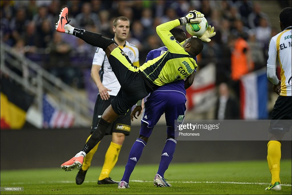 goalkeeper Barry Boubacar Copa of Sporting Lokeren OVL takes the ball in the back of Cheikhou Kouyate of RSC Anderlecht during the Jupiler League play-off 1 match between RSC Anderlecht and Sporting Lokeren OVL on April 17, 2013 in the Constant Vanden Stock Stadium in Anderlecht, Belgium.