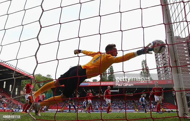Goalkeeper Ben Hamer of Charlton Athletic fails to stop Rudy Gestede of Blackburn Rovers scoring the first goal for Blackburn during the Sky Bet...