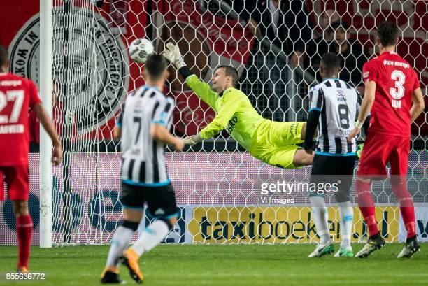 goalkeeper Bram Castro of Heracles Almelo 21 during the Dutch Eredivisie match between FC Twente Enschede and Heracles Almelo at the Grolsch Veste on...
