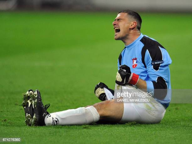 Goalkeeper Branko Grahovac of FC Otelul Galati reacts after Wayne Rooney of Manchester United FC scored 20 during their UEFA Champions League...