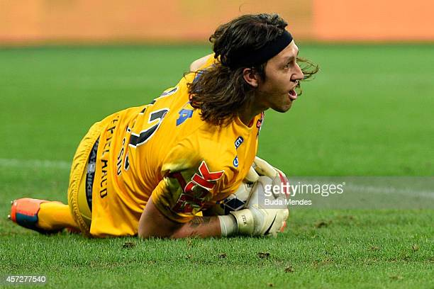 Goalkeeper Cassio of Corinthians in action during a match between Atletico MG and Corinthians as part of Copa do Brasil 2014 at Mineirao Stadium on...