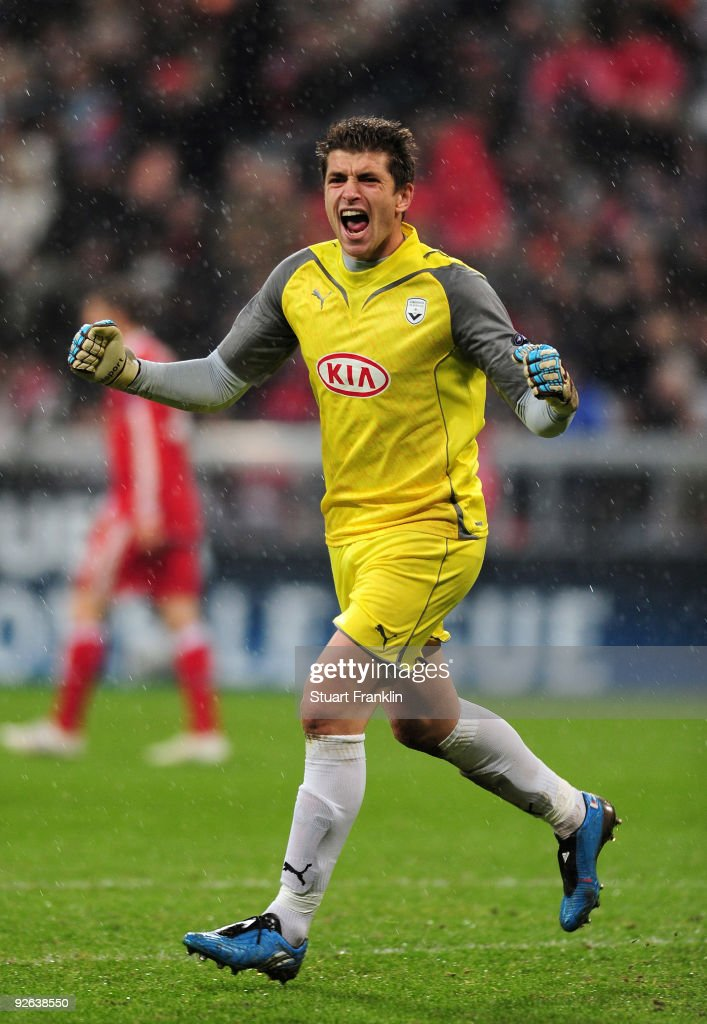 Goalkeeper Cedric Carrasso of Bordeaux celebrates during the UEFA Champions League Group A match between FC Bayern Muenchen and Bordeaux at Allianz...