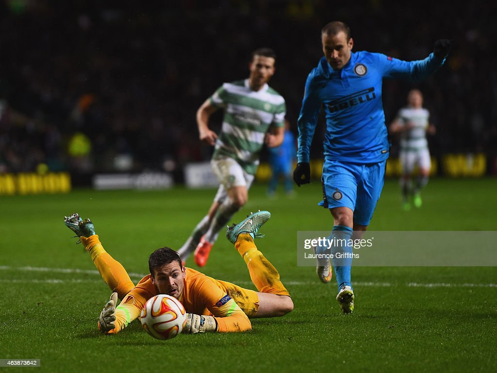 Goalkeeper <a gi-track='captionPersonalityLinkClicked' href=/galleries/search?phrase=Craig+Gordon&family=editorial&specificpeople=861569 ng-click='$event.stopPropagation()'>Craig Gordon</a> of Celtic fails to hold the ball allowing <a gi-track='captionPersonalityLinkClicked' href=/galleries/search?phrase=Rodrigo+Palacio&family=editorial&specificpeople=490993 ng-click='$event.stopPropagation()'>Rodrigo Palacio</a> of Inter Milan (8) to score their third goal during the UEFA Europa League Round of 32 first leg match between Celtic FC and FC Internazionale Milano at Celtic Park Stadium on February 19, 2015 in Glasgow, United Kingdom.