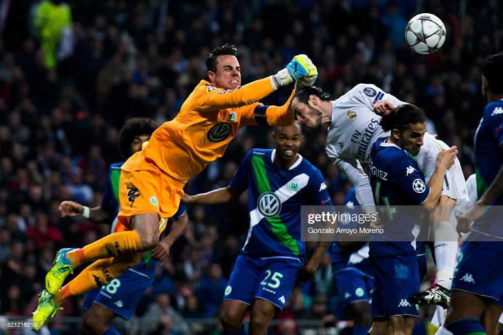 Goalkeeper Diego Benaglio of VfL Wolfsburg stops the ball headed by Gareth Bale (R) of Real Madrid CF during the UEFA Champions League quarter final second leg match between Real Madrid CF and VfL Wolfsburg at Estadio Santiago Bernabeu on April 12, 2016 in Madrid, Spain.