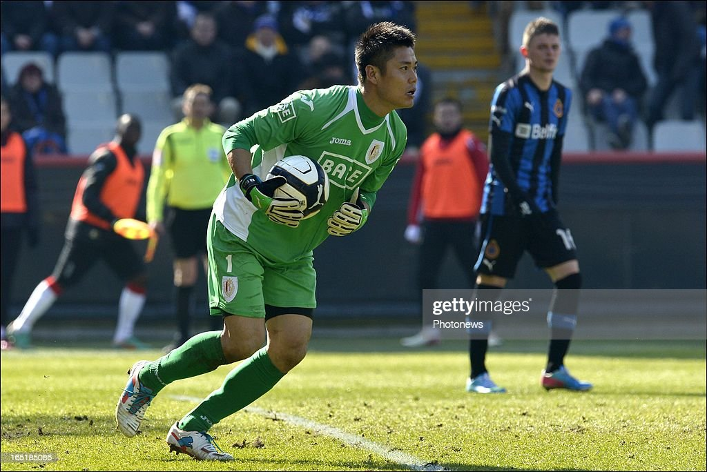 Goalkeeper Eiji Kawashima of Standard in action during the Jupiler League match between Club Brugge and Standard de Liege on April 01, 2013 in the Jan Breydel Stadium in Brugge, Belgium.