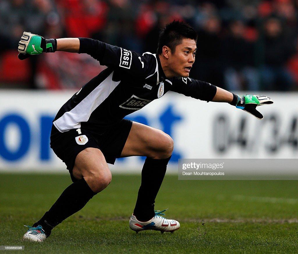 Goalkeeper Eiji Kawashima of Standard in action during the Jupiler League match between Royal Standard de Liege and RSC Anderlecht at Stade Maurice...